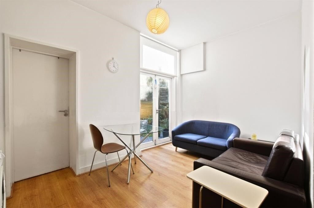 EXCELLENT NEWLY REFURBISHED 2 DOUBLE BEDROOM GARDEN FLAT NEAR FINCHLEY ROAD ZONE 2 STATION & BUSES