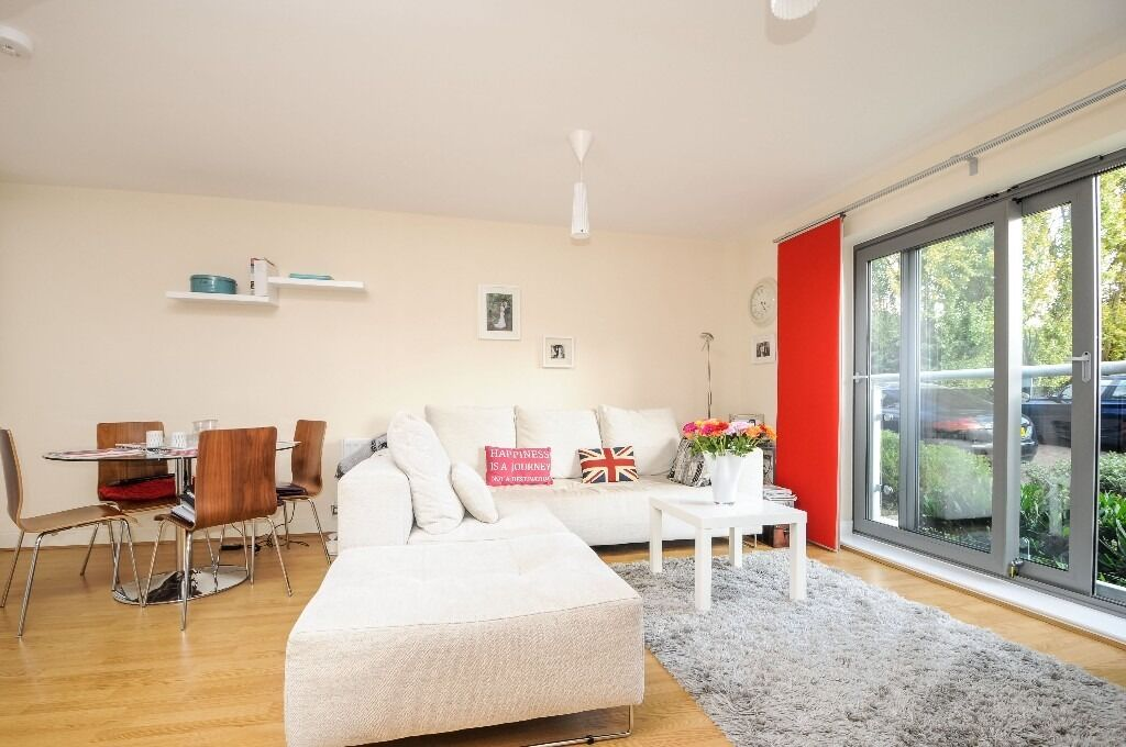 Fleming House, SW18 - Stunning two bedroom two bathroom modern apartment - £1500pcm
