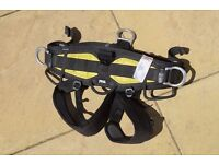 Petzl Navaho Rope Access climbing harness. size 1. 2007 model. brand new.sold with certs