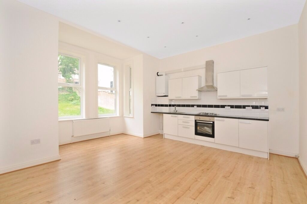 This good size four bedroom ground floor apartment to rent in Crystal Palace - Maberley Road