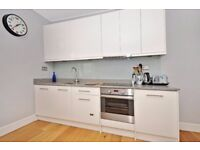 Beautiful two bedroom apartment available to rent on Hillfield Park, minutes from the Broadway