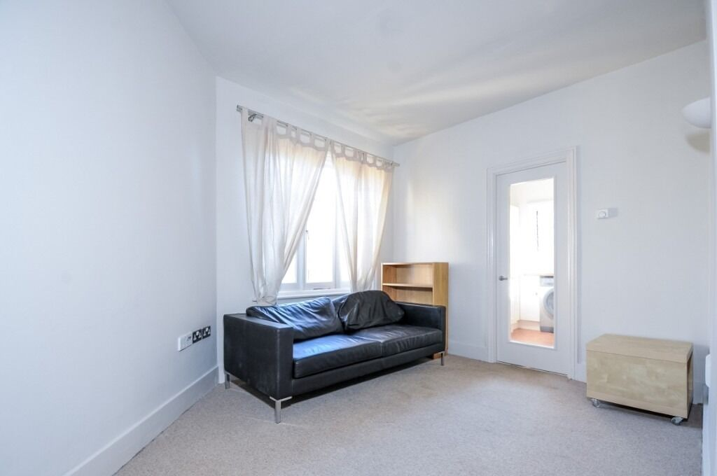 A modern two double bedroom flat to rent in good decorative order, Filmer Road, SW6