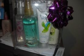 NEW AVON PAMPER GIFT SET IN PLASTIC BOX WITH BOW