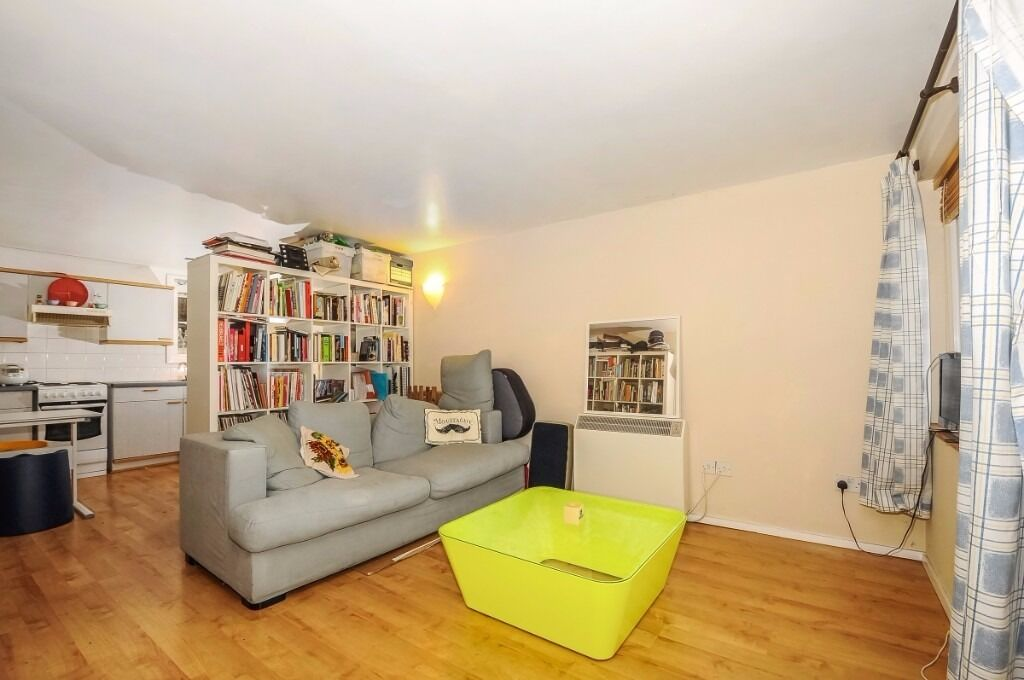 VIEW this Quirky, modern and well presented ground floor flat for rent in Brockley - Foxwell Street