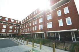 2 bedroom flat in Tiverton Road, Manor House