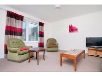 STUDENTS 17/18: Spacious 3 bed main door flat with broadband & large lounge available August NO FEES