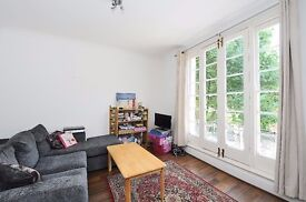 EXCELLENT 1 DOUBLE BEDROOM PERIOD CONVERSION FLAT TO RENT WITHIN WALKING DISTANCE TO CHALK FARM