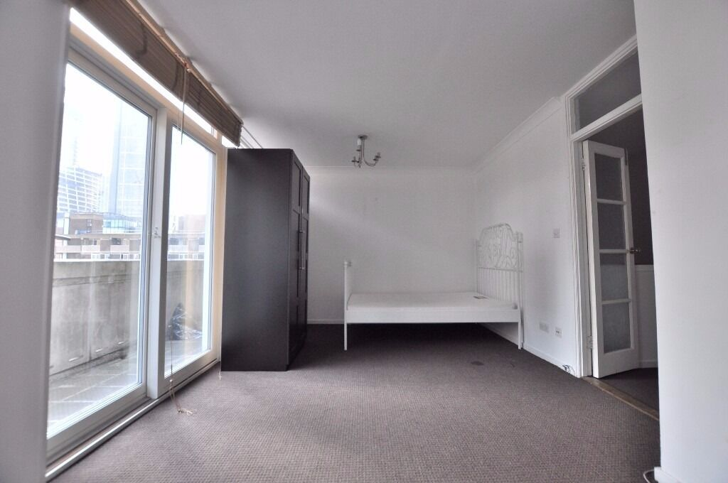3 or 4 bedroom flat near Liverpool St E1