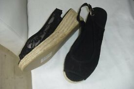 BRAND NEW SIZE 5 PAIR OF BLACK WEDGE SUMMER SANDALS