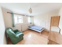 3 bedroom house in The Close, Oaks Lane, IG2