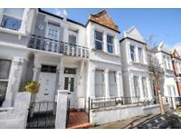 Located on one of the sought after river roads in Putney is this fantastic first floor flat for rent