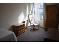 lovely double room available at Haymarket.only yards from the station.