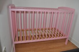 Cot in pink