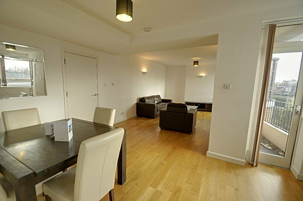 Large 2 bed 2 bath with off street parking ***CHISWICK***