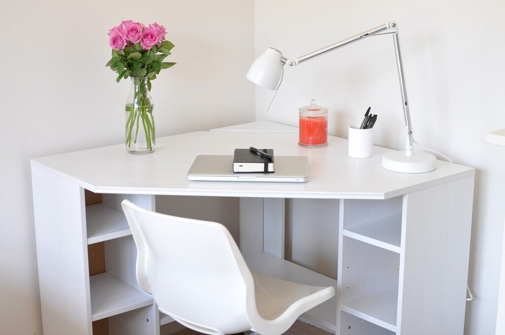Reserved white ikea borgsj corner desk in edinburgh for Scrivania angolare ikea