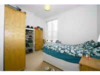 SPACIOUS 2 BED FLAT- CLOSE TO OLD ST & HOXTON- SHOPS NEARBY- EXCELLENT LOCATION- IDEAL FOR SHARERS