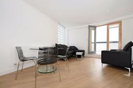 *** Stunning Penthouse Apartment with Huge Private Terrace, Leon House, Palmers Green , N13 ***