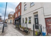 3 bedroom flat in Clarence Road, Clapton, E5