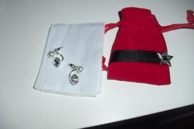 BRAND NEW PAIR OF SILVER PLATED EARRINGS YOU GET 2 LOOKS WITH ONE PAIR