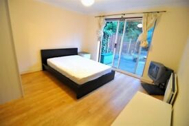 Superb Double room in ZONE 2 - Stratford - move in TODAY!