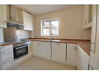 * NEWLY DECORATED - 2 BED FLAT - NEW KITCHEN & BATHROOM - 2 X DOUBLES - VERY CLOSE TO TRAINS *******
