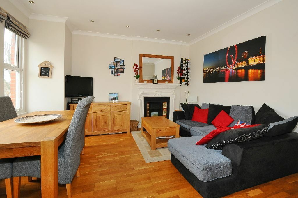 ONE BEDROOM APARTMENT WITH BUILT-IN STORAGE ON CREFFIELD ROAD CLOSE TO EALING COMMON TUBE £1375 PCM
