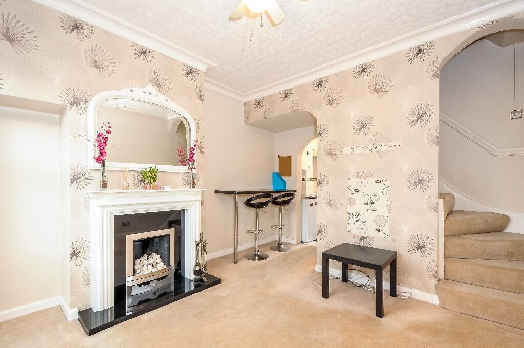 A Well Present Two Double Bedroom House With Garden, London SW17, £1517 Per Month