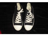 PAIR MEN'S SIZE 7 NAVY LACE UP PUMPS COST £20 WORN ONCE