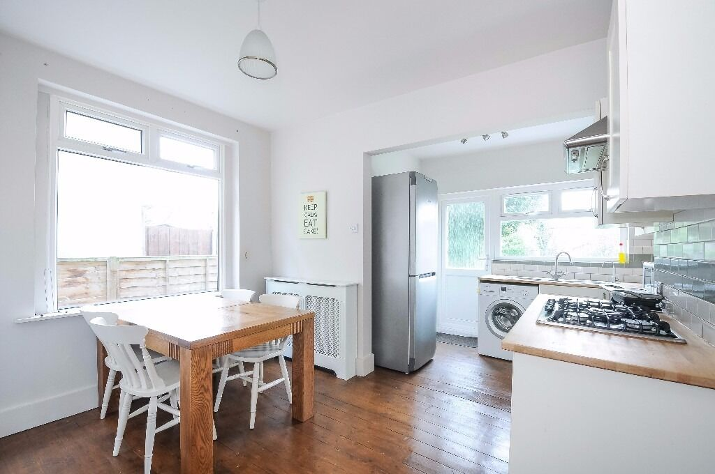This superb two bedroom apartment to rent offers large Kitchen / Diner in Forest Hill - Colfe Road