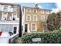 A large two double bedroom split level flat close to Brockley station - Upper Brockley Road