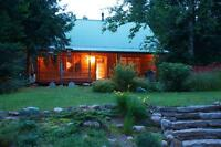 Log cottage/home on beautiful lake 30 minutes to Mont Tremblant