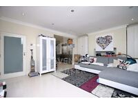 BEAUTIFUL 1 BED APMT- MOMENTS FROM ANGEL TUBE STN- OPPOSITE FITNESS FIRST!! FIRST TO SEE WILL TAKE