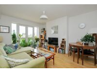 Carysfort Road, two bed flat with juliette balcony and communal space located close to Clissold Park