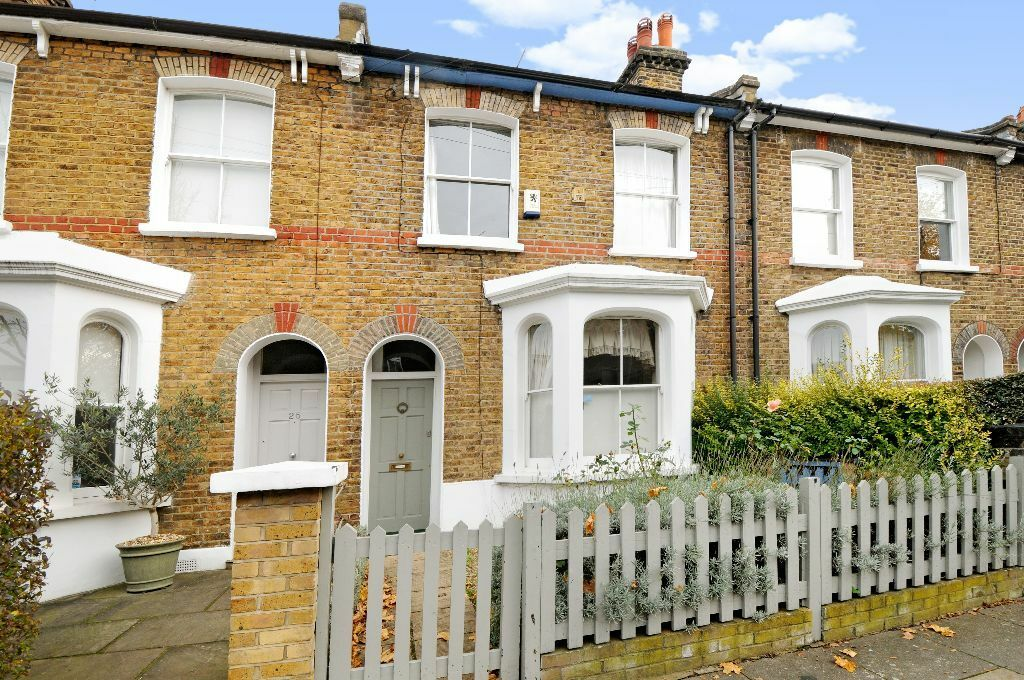 Short Let - Three double bedroom house to rent on Wiseton Road