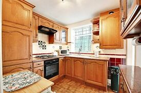 Perfect for professional couples and students! This one bed flat is OUTSTANDING VALE FOR MONEY