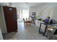 3 bedroom flat in Wood Road (First Floor Flat), Treforest, Pontypridd