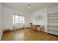 3 Bedroom Spacious Apartment situated in perfect N1 Location with allocated parking .. A MUST VIEW