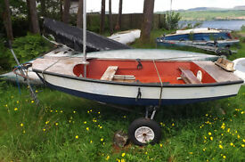 Lightweight sailing dinghy suitable for roof rack £250