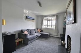 STUNNING 2 BEDROOM FLAT ** Close to Stawberry Hill Station