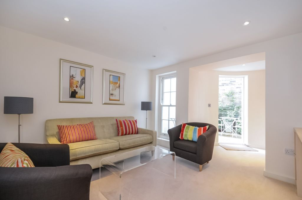 A stunning one bed garden flat in a fantastic location on Fulham Road, sw6