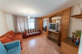 excellent 3 bedroom house in East Ham !! a/v end of the month