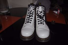 Doctor Martins White 18 hole Boots