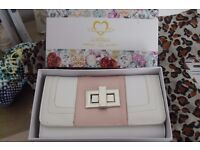 NEW WHITE/PINK WALLET PURSE IN GIFT BOX WITH VARIOUS COMPARTMENTS