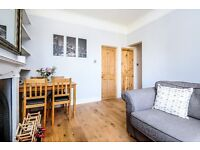 Split level, 2 double bed room flat, short walk to amenities - Furnished - £1800 - Available March