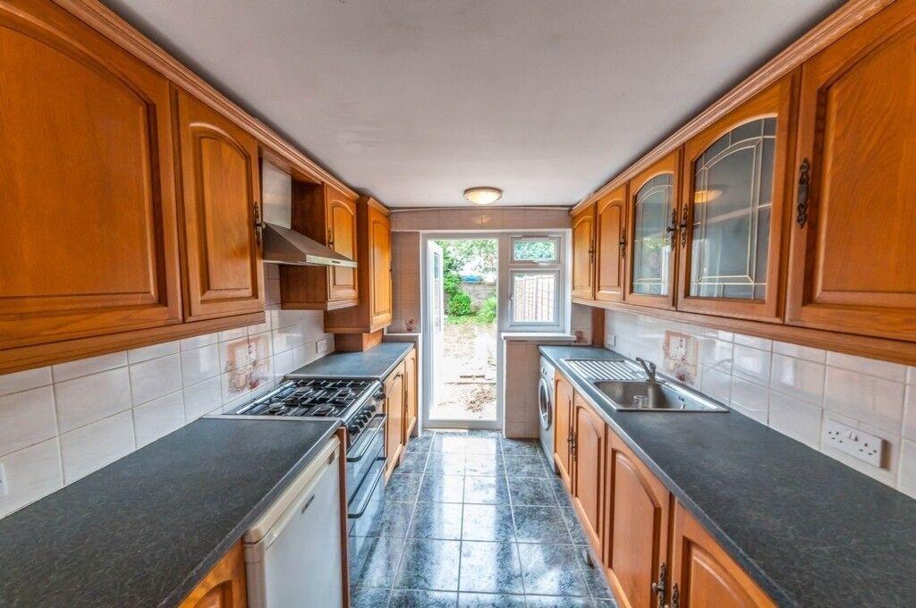 Nice 3 Bedroom House To Rent In Rainham Part Dss In