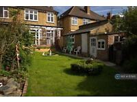 4 bedroom house in New Park Road, London, SW2 (4 bed)