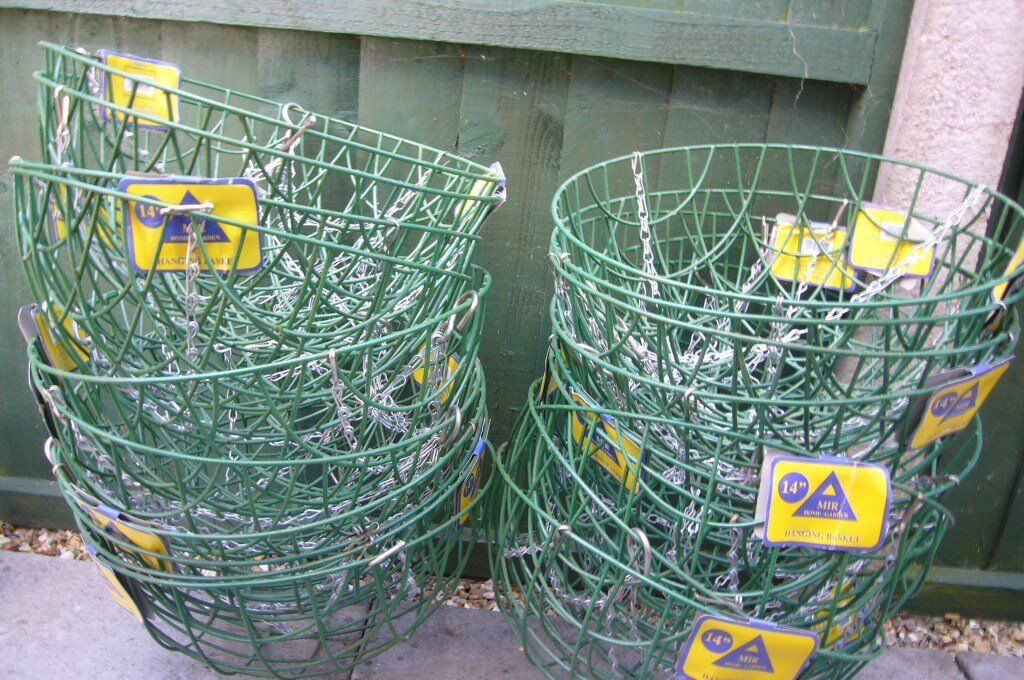 HANGING BASKETS - NEW - WIRE - Quantity 25 - SIZES 12\
