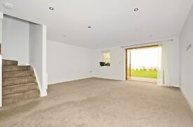 Contemporary 3 bedroom house in Shears Lane, Streatham Common SW16 £2400 per month