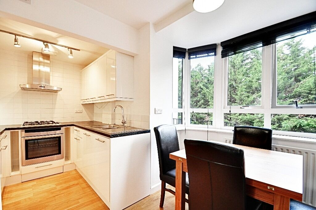 2 BED 2 BATH *CHISWICK* OFF STREET PARKING