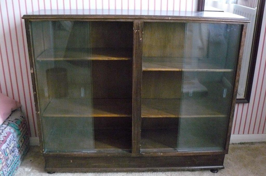 Display case glass fronted with sliding doors in for Sliding glass doors gumtree